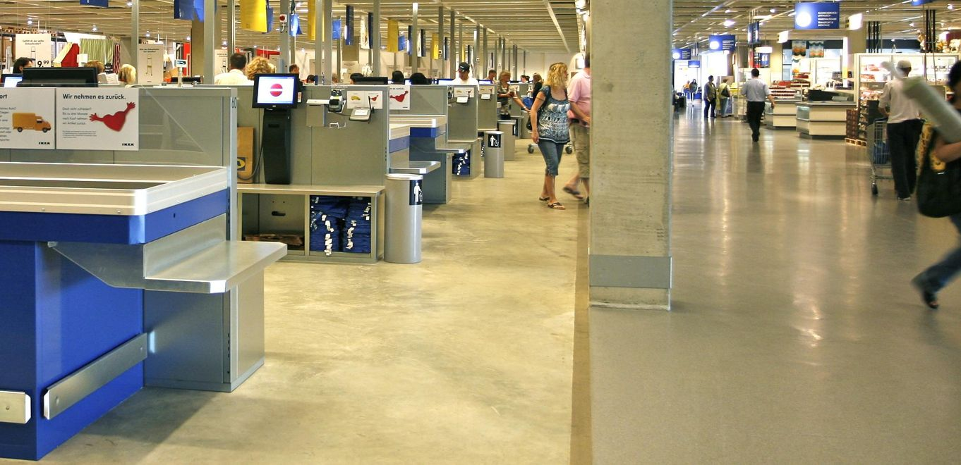 Photo: IKEA Cologne: Customers paying in the generously spaced cash register area.