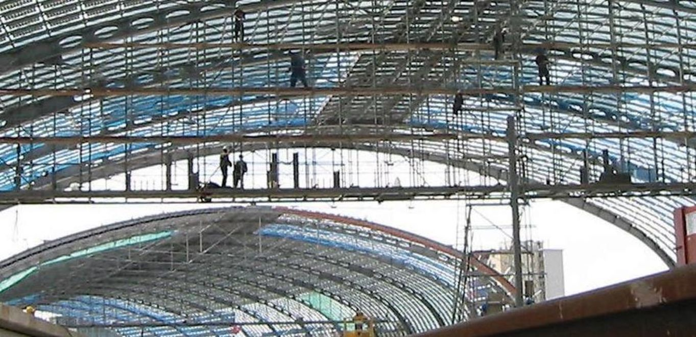 Photo: Lehrter Station, Berlin: Worm's-eye view of the steel-glass construction of the roof
