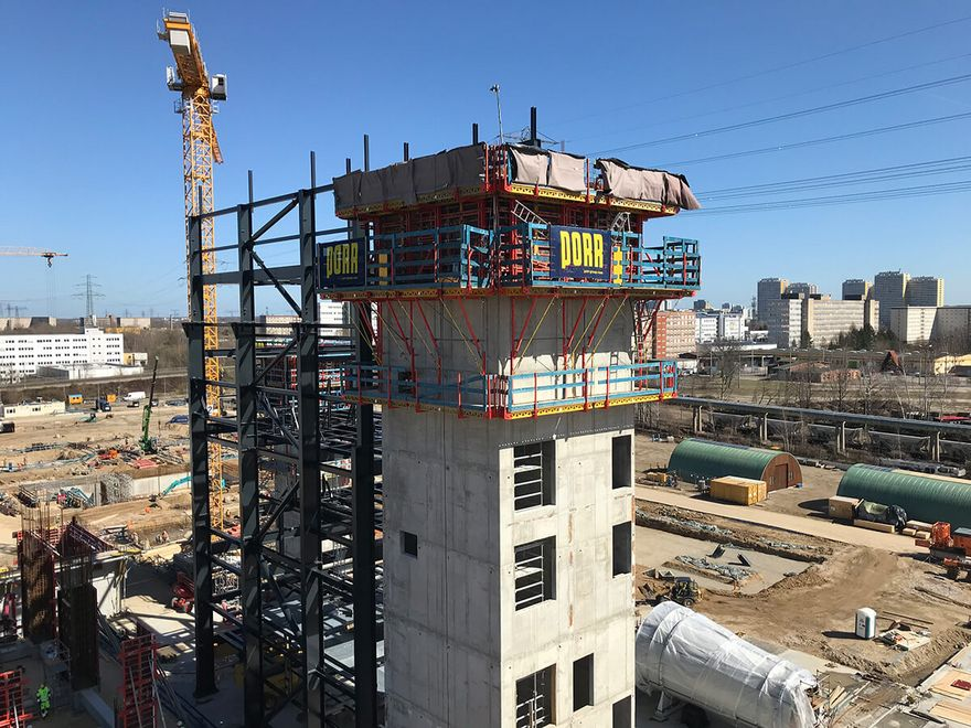 Photo: Detailed view of the construction site with multi-storey building, scaffolding and crane as well as PORR construction panel