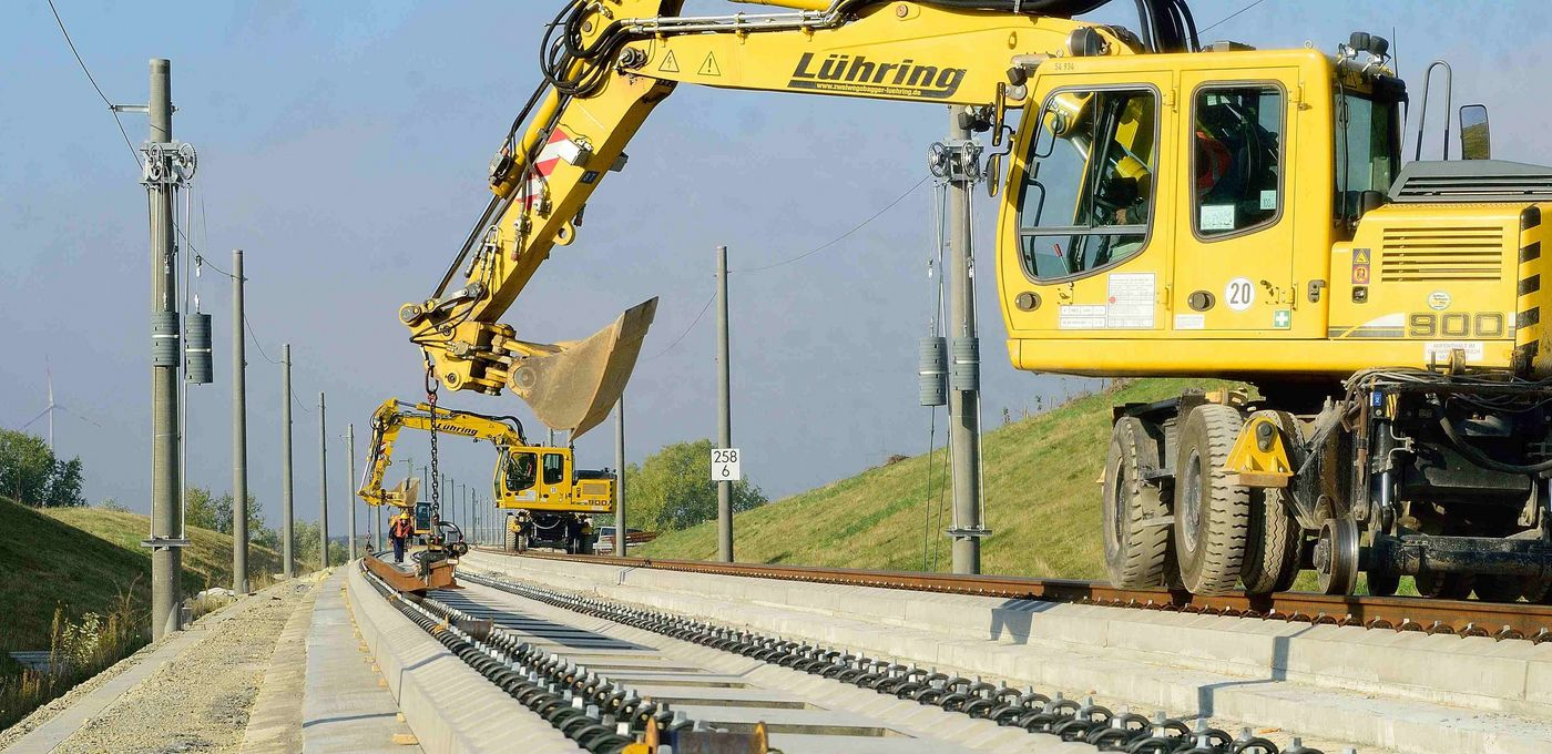 Photo: High-speed railway line Erfurt–Leipzig/Halle: two yellow excavators work on a slab track section.