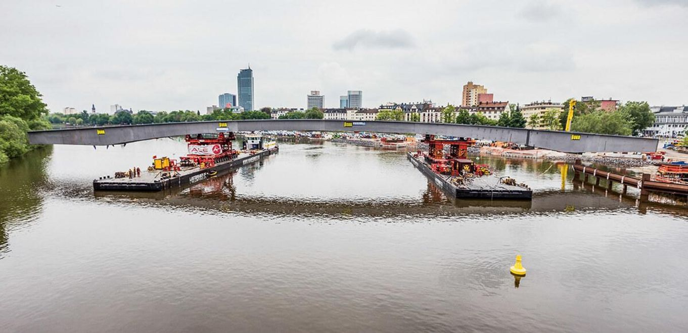 Photo: Panoramic view of the river Main, in the centre the shell of the bridge, two cargo ships position the midfield