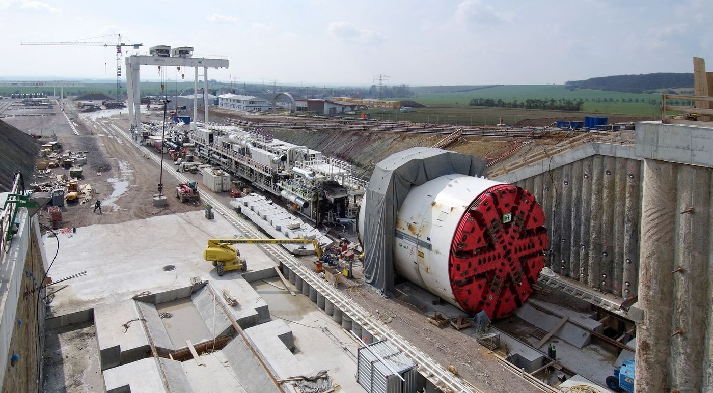 Photo: Finne Tunnel: Tunnel boring machine at the construction site