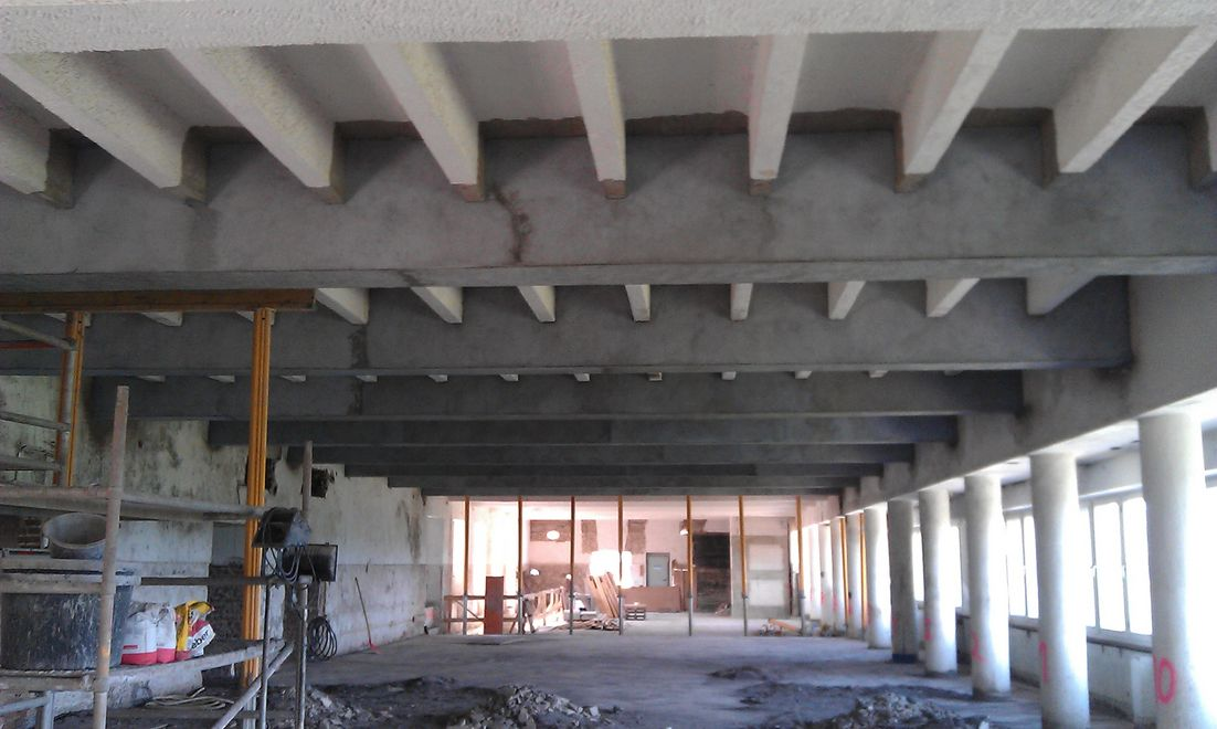 Photo: The building from the inside. The ceiling had to be supported in some places for the masonry to be renovated.