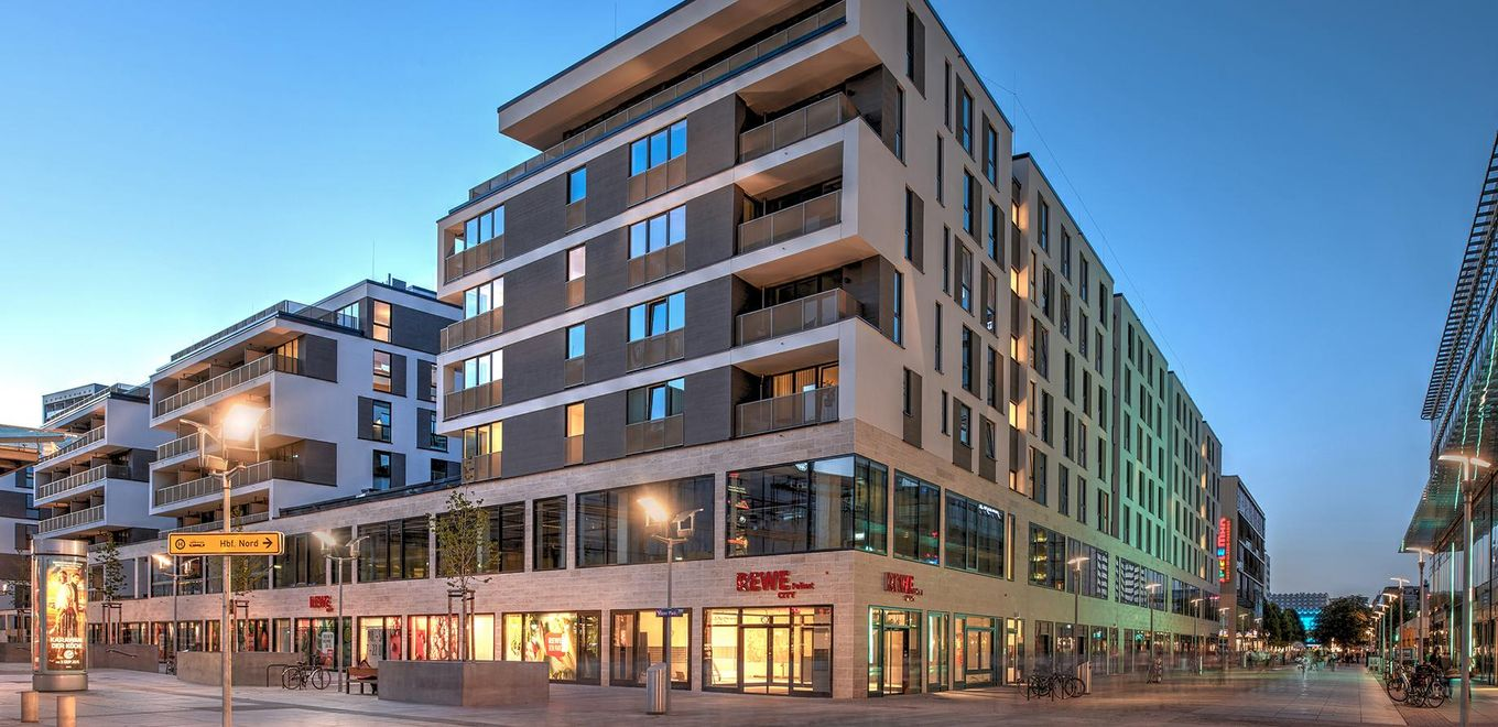 Photo: Prager Carrée in Dresden: The ground floor and first floor has retail areas. Apartments with covered balconies occupy the 2nd to 6th storey