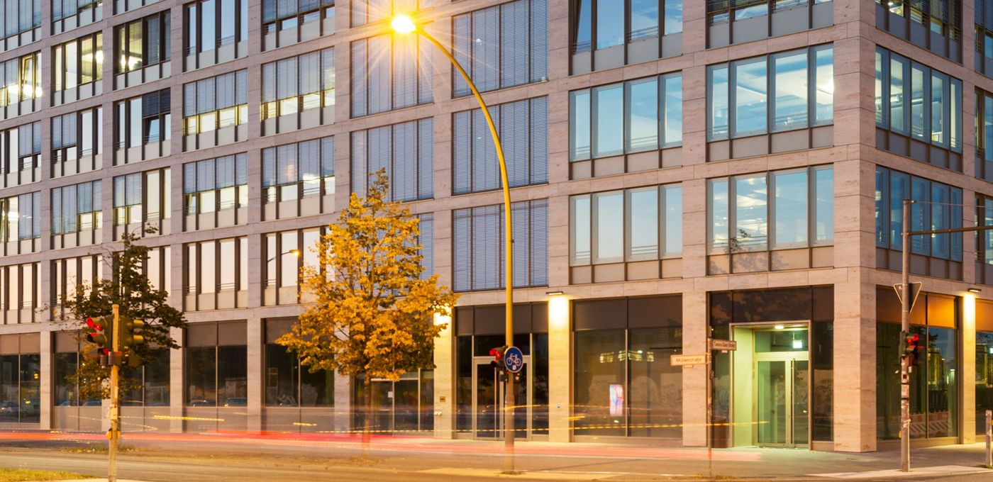 Photo: Hotel & Office Campus Berlin: Three modern wings and blocks with glass facades at twilight